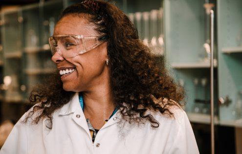 Angela Aalto Otaniemen laboratoriossa